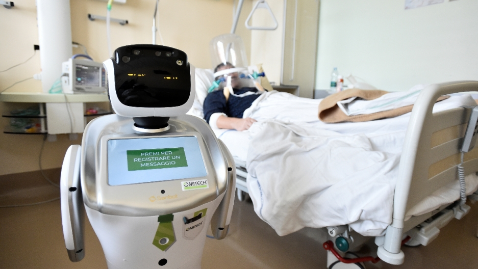 robots are used in hospitals